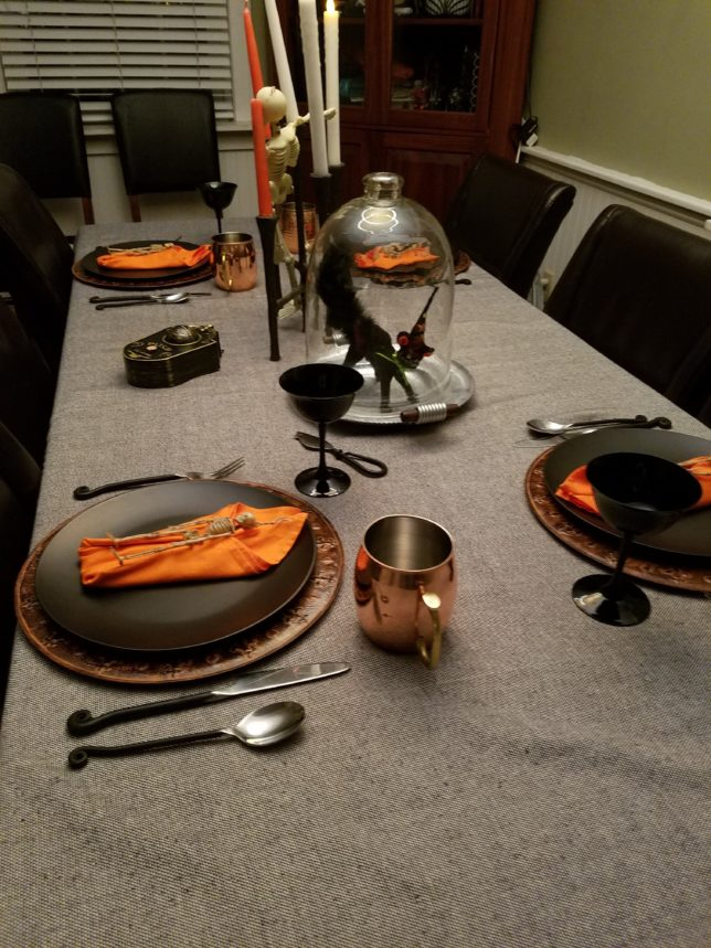 tablesetting-halloween-black-orange